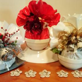 Ceramiche con panettone incartato