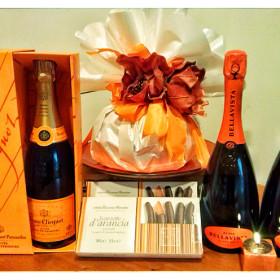 Panettone incarto arancio abbinato con Bellavista e Champagne Veuve Cliquot